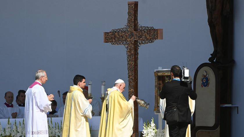 2021. szeptember 12. Ferenc pápa (középen) az 52. Nemzetközi Eucharisztikus Kongresszus (NEK) zárómiséjén a Hősök terén 2021. szeptember 12-én. fotó:  MTI/Bruzák Noémi