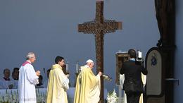 Szent István és Szent Erzsébet bátorságáról, hitéről is szólt a pápa