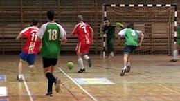 """Húsz csapat az """"MLSZ-Sportpálya 2004"""" öregfiúk teremtornáján"""