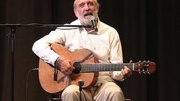 Több mint 40 éve zenél a gyerekekért
