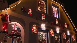 Ünnepi fények és gumi karácsonyfa Somogyban